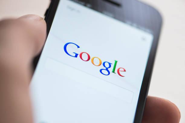 google app on apple iphone 5 picture id458988671 - Google publicará una actualización de algoritmo de núcleo amplio hoy, 24 de septiembre 2019